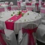 dekoracija stola roze